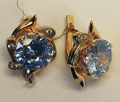 фото золотые серьги с камнем